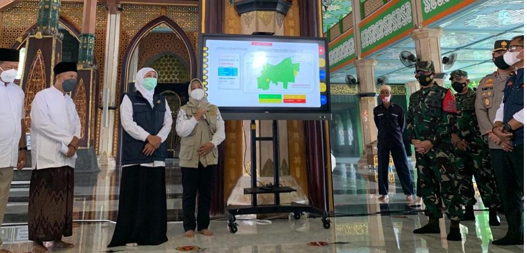 Gubernur Khofifah keliling masjid-masjid pantau persiapan protokol kesehatan Sholat Idul Fitri